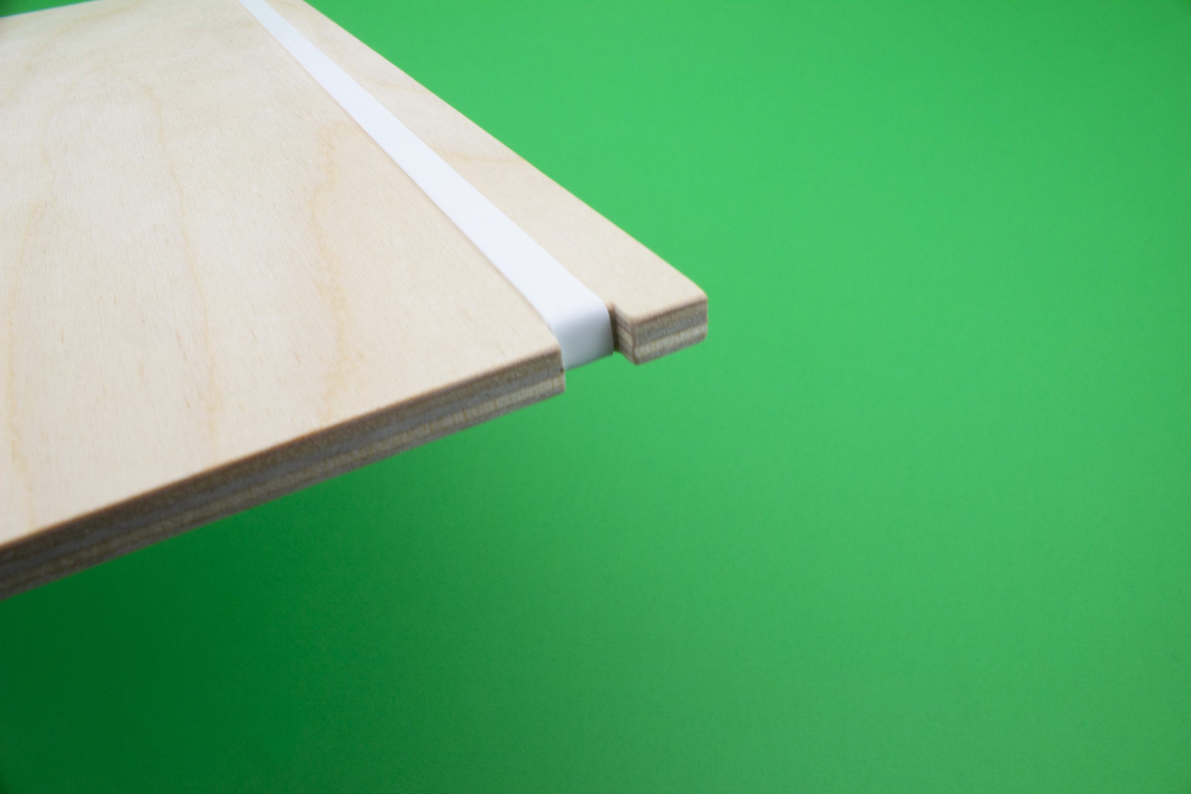 elastico-bianco-sfondo-verde